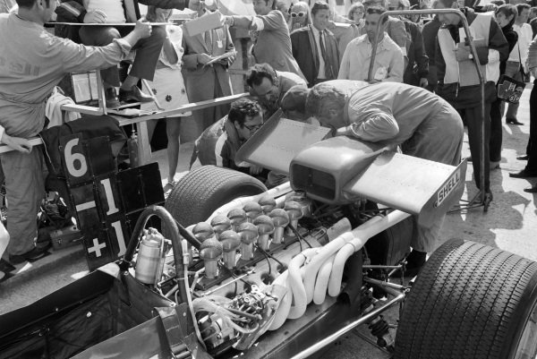 Mauro Forghieri (wearing glasses) supervises work on the rear of a Ferrari 312/69.