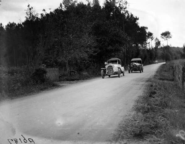 Deprez / Maurice Dumont, Overland Six 93, leads George Duller / Frank Clement, Bentley Motors Ltd, Bentley 3 Litre Speed.