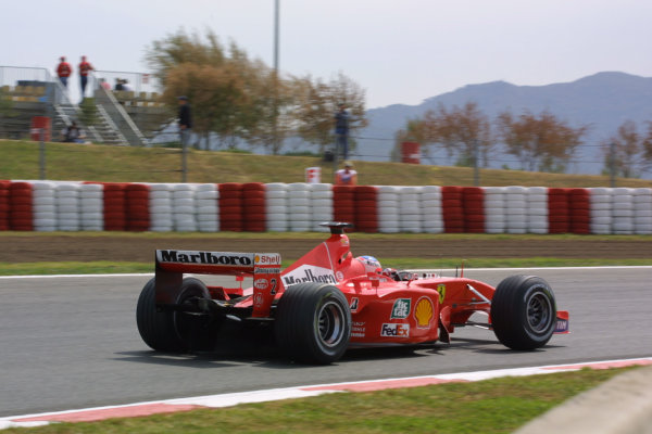 2001 Spanish Grand PrixCatalunya, Barcelona, Spain. 27-29 April 2001.Rubens Barrichello (Ferrari F2001).World Copyright - Elford/LAT Photographicref: 8 9 MB Digital File
