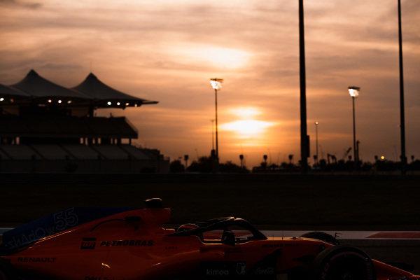 Carlos Sainz Jr, McLaren MCL33 Renault, at sunset.